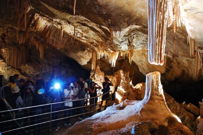 caves-Broken-Column-Lucas-Cave