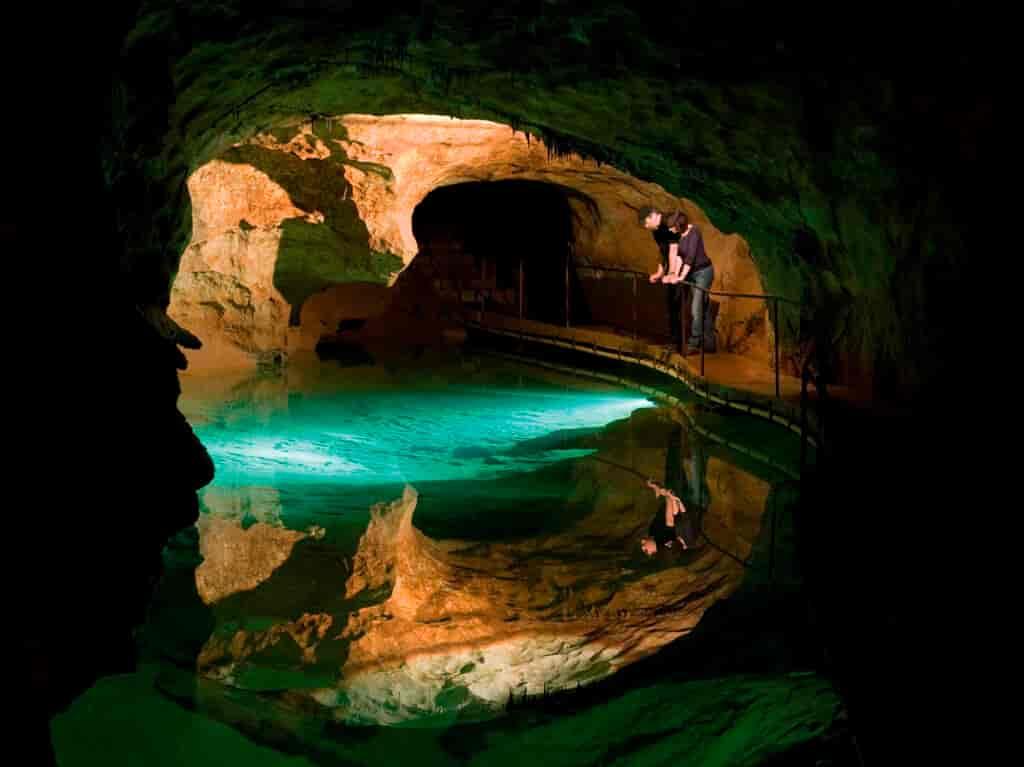 jenolan caves- attraction near highlands motor inn - oberon - nsw 1