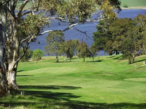 oberon golf course - attraction near highlands motor inn - oberon - nsw 1